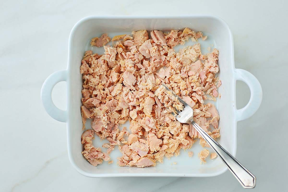 minced canned tuna in the white dish