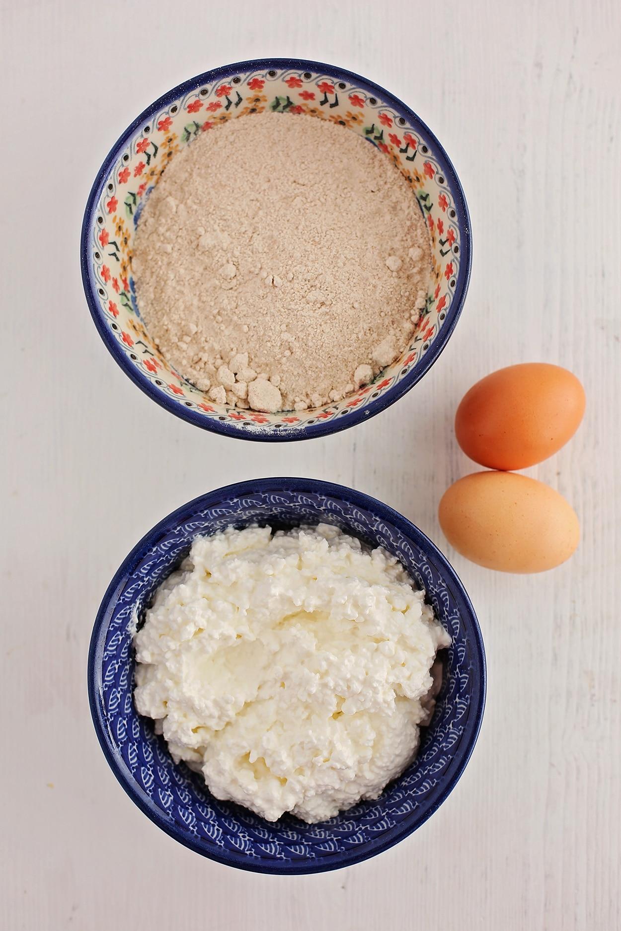 ingredients to make cottage cheese pancakes