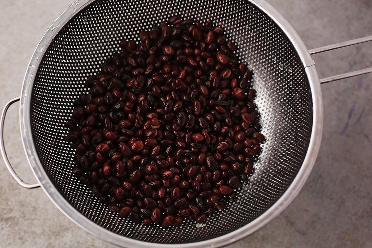 rinsed black beans in the bowl