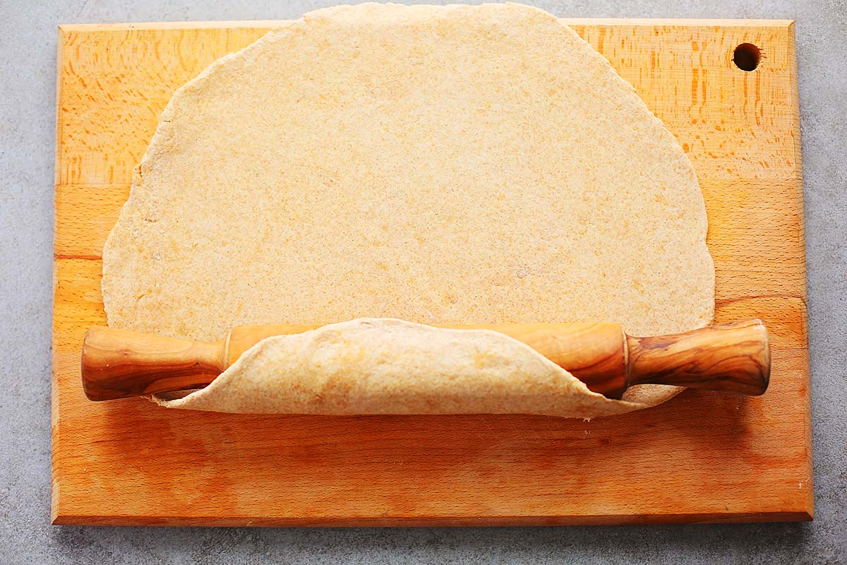 cutting board with rolled out pie crust pastry