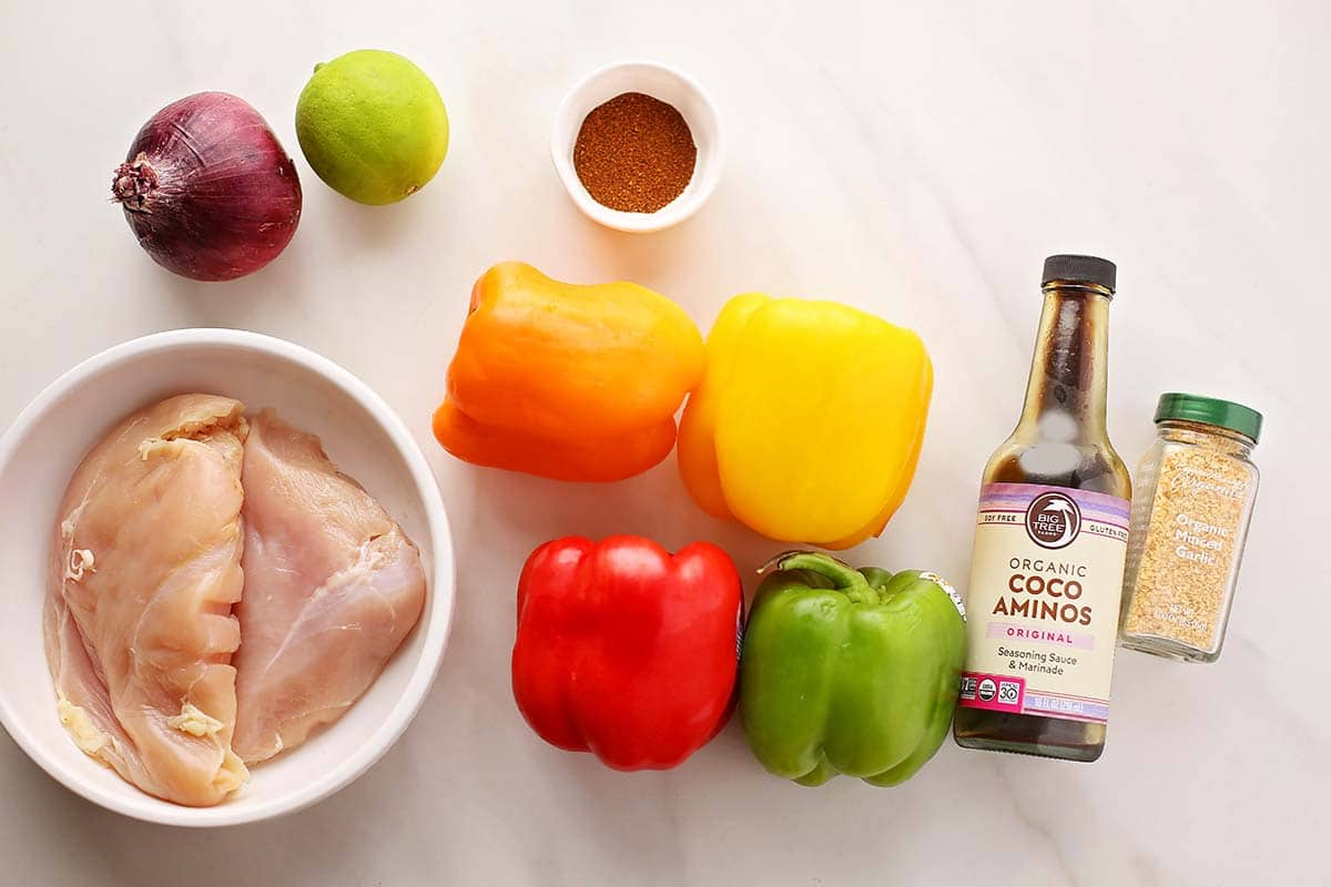 ingredients to make skewers with chicken and bell pepper