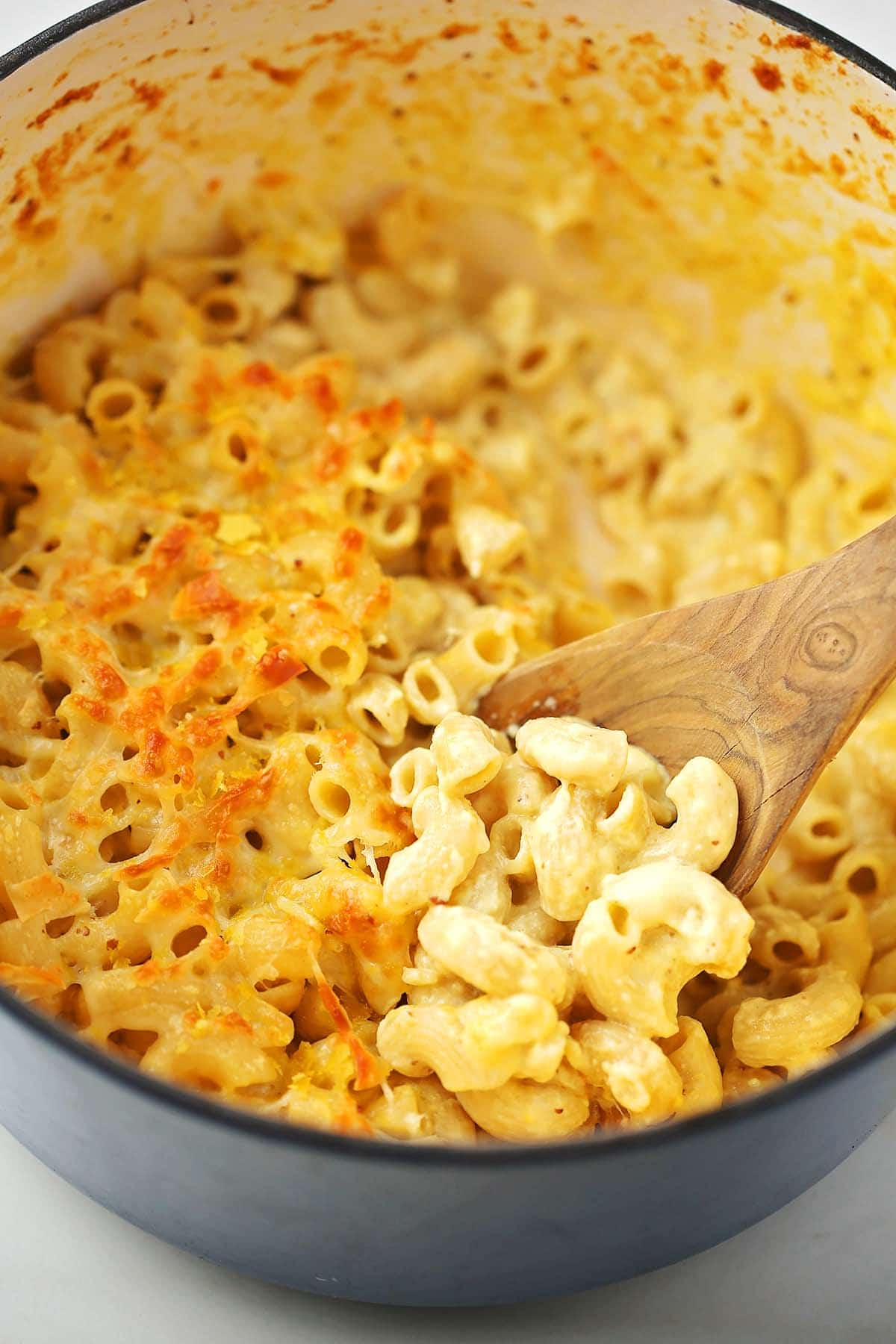 dutch oven with baked mac and cheese inside